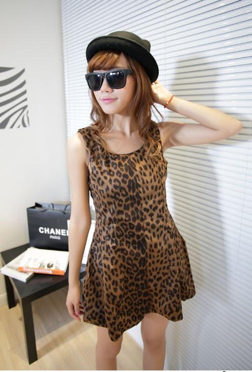 """""""พร้อมส่ง""""เสื้อผ้าแฟชั่นสไตล์เกาหลีราคาถูก เดรสลายเสือ แขนกุด ติดซิปหลัง มีซับใน สวยค่ะ"""
