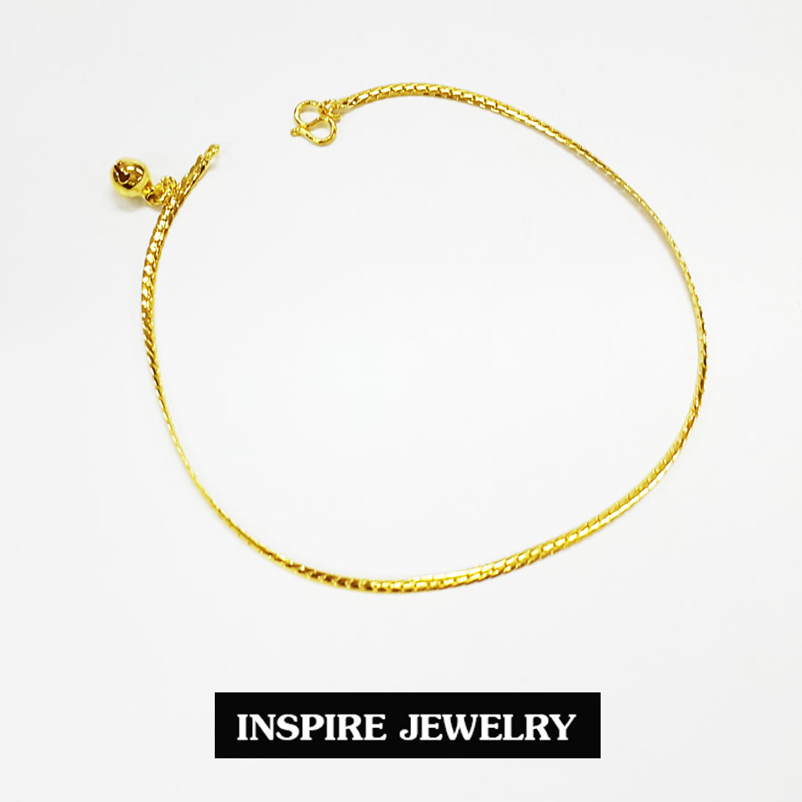 Inspire Jewelry ,สร้อยข้อเท้าลายเลตแบนขัดเงา ห้อยกระดิ่ง ยาว 23cm. พร้อมถุงกำมะหยี่