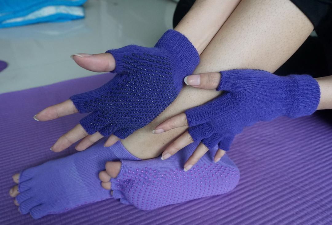 (พรีออเดอร์) ถุงมือ ถุงเท้าโยคะ กันลื่น YKSM50-4
