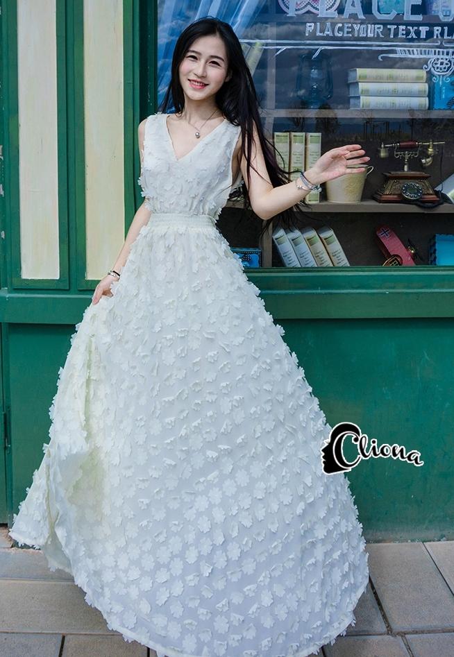 ชุดเดรสเกาหลี พร้อมส่งPearl White 3D Floral Back Show Off Luxury Dress