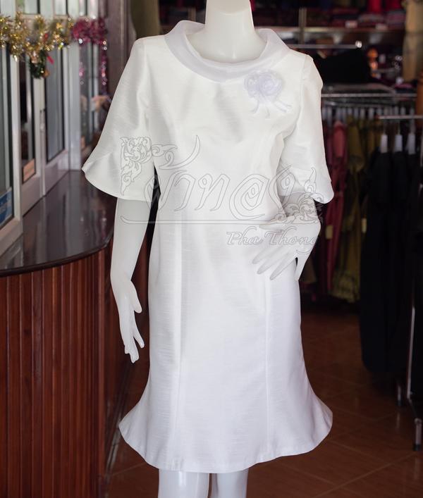 เดรสผ้าไหมแพรทองสีขาว ปกผ้าแก้ว ไซส์ XL