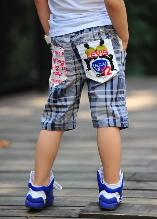 กางเกงขาสี่ส่วน Levis ลายตารางขาวน้ำเงิน