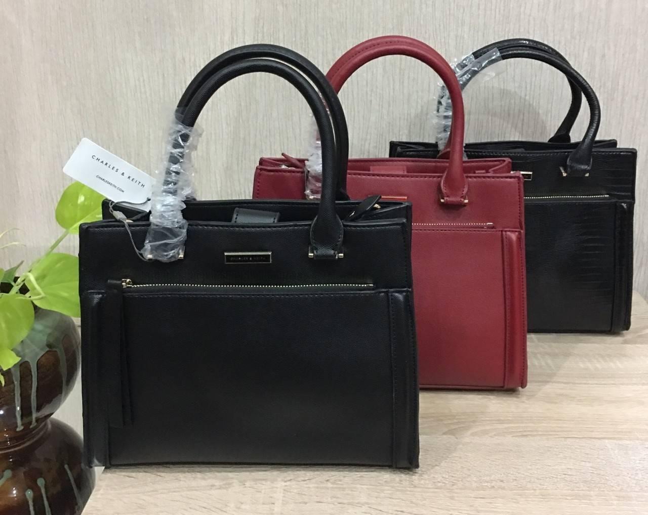 CHARLES & KEITH BAG กระเป๋าทรงเหลี่ยมวางอยู่ทรง มี 4 สี