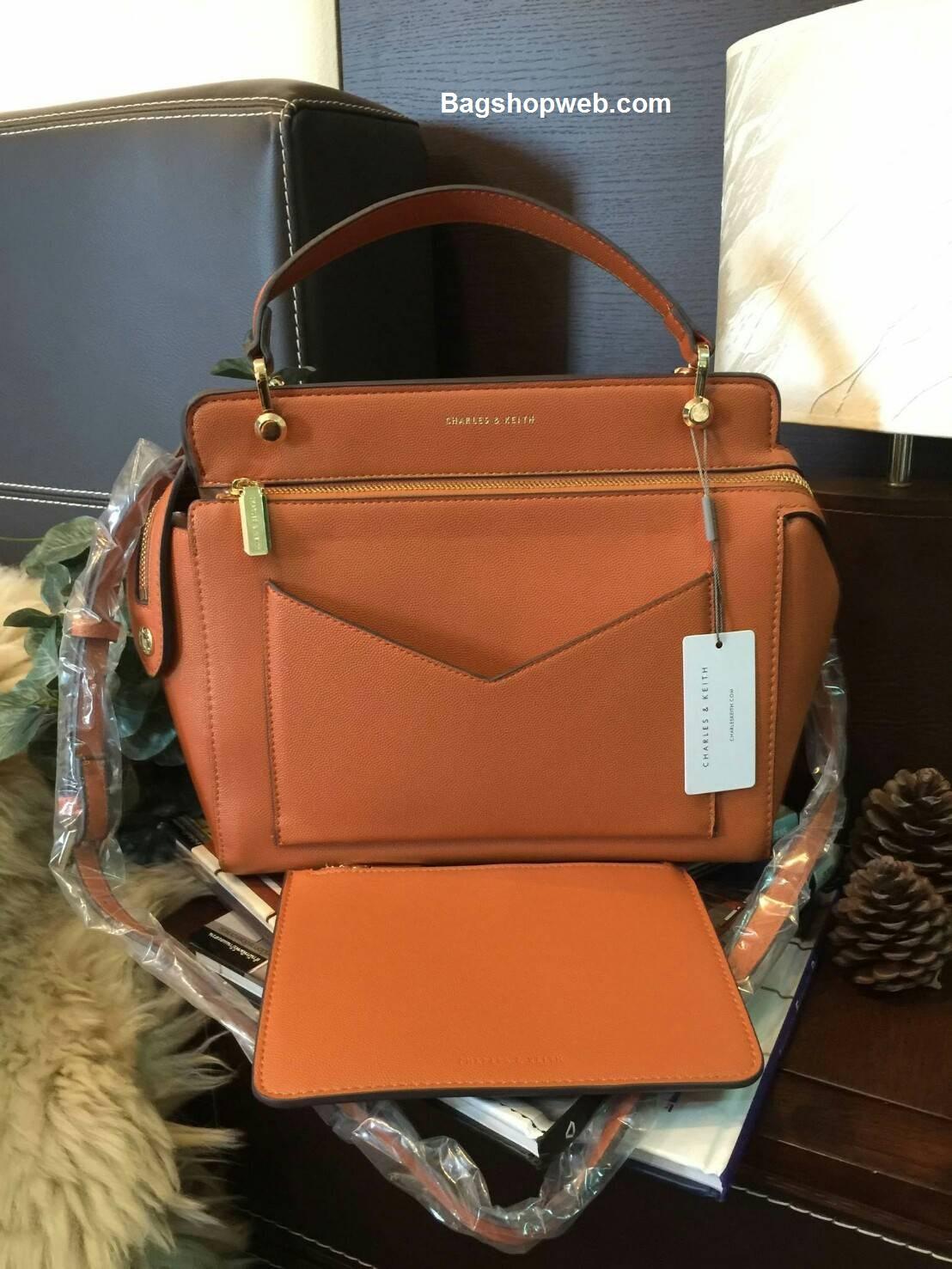 กระเป๋า CHARLES & KEITH LARGE TOP HANDLE BAG (Size L) สีส้ม ราคา 1,590 บาท Free Ems
