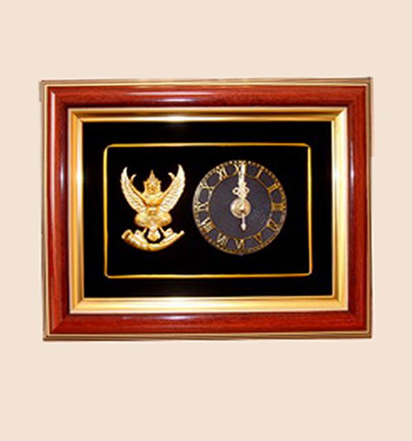 ของที่ระลึก กรอบสั่งทำพิเศษ (กรอบนาฬิกาลายครุฑ) ขนาด : 9 x 7 นิ้ว