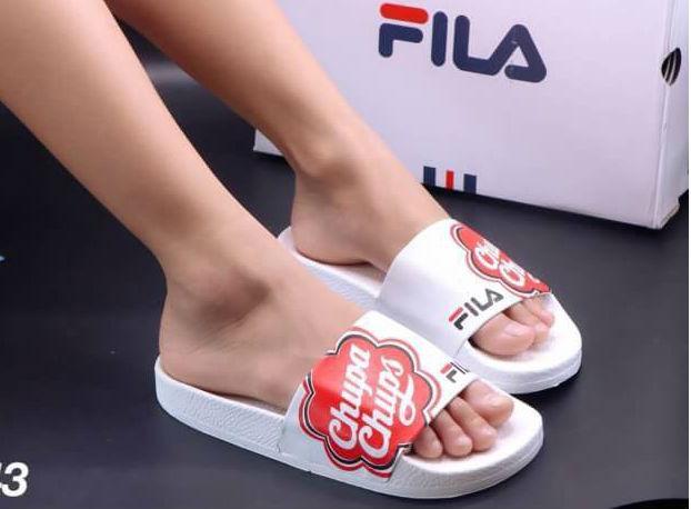 รองเท้าแตะแฟชั่น แบบสวม แต่งลาย chupa chups สไตล์ fila สวยเก๋ หนังนิ่ม พื้นนิ่ม งานสวย ใส่สบาย แมทสวยได้ทุกชุด