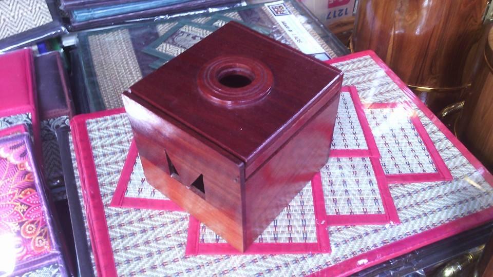 กล่องทิชชู่แบบม้วน ทำจากไม้สักอย่างดี แข็งแรง ทนทาน