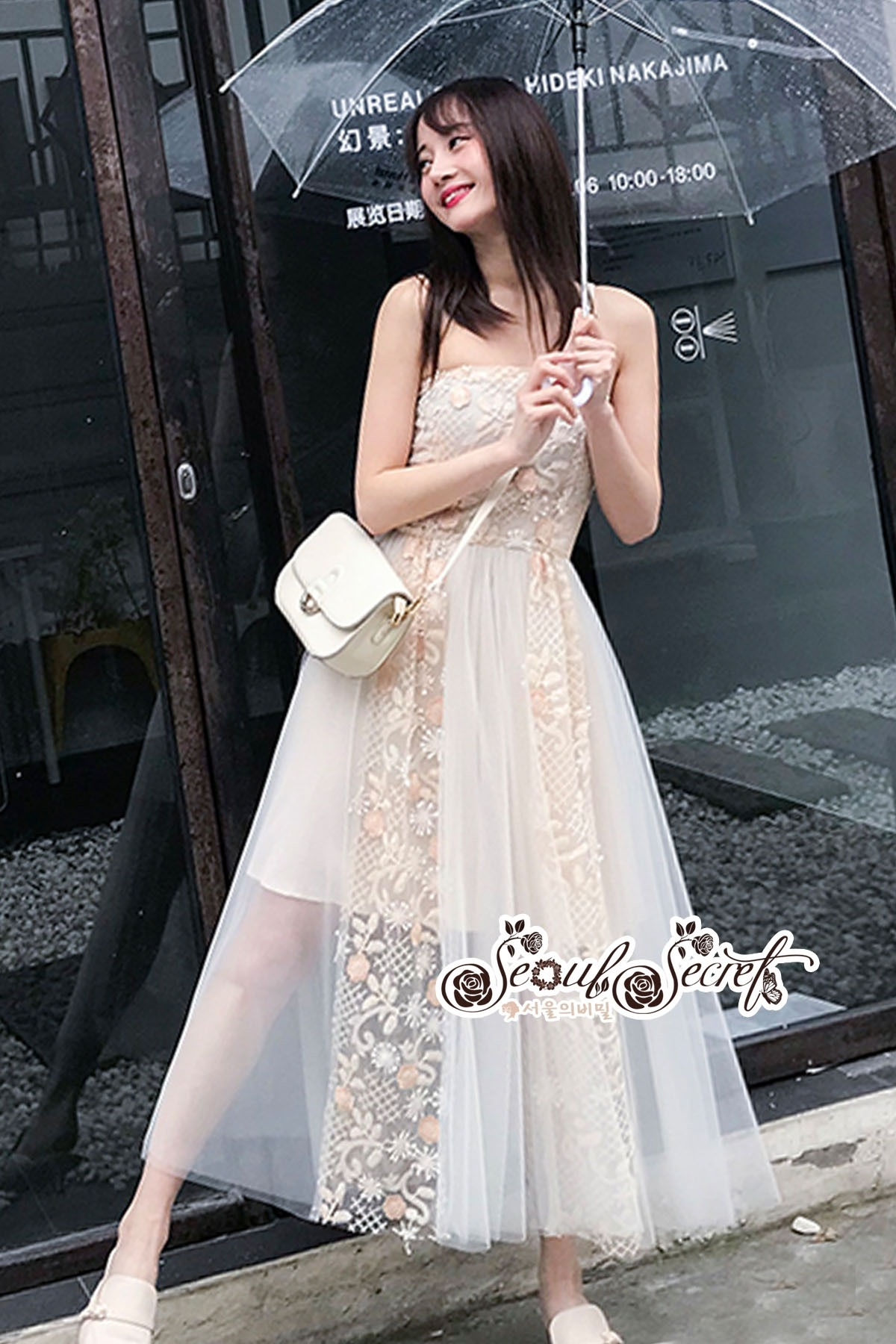 Dress For a Beautiful Line Lace Embroidery