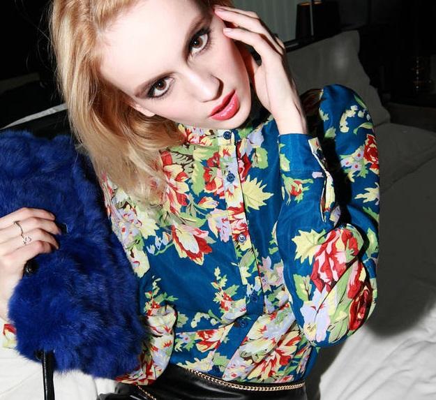 ((พร้อมส่ง)) เสื้อผ้าแฟชั่นผู้หญิง : เสื้อเชิ้ตแฟชั่นสีฟ้า แต่งลายดอกไม้หลากสีสัน น่ารัก น่ารักจ้า