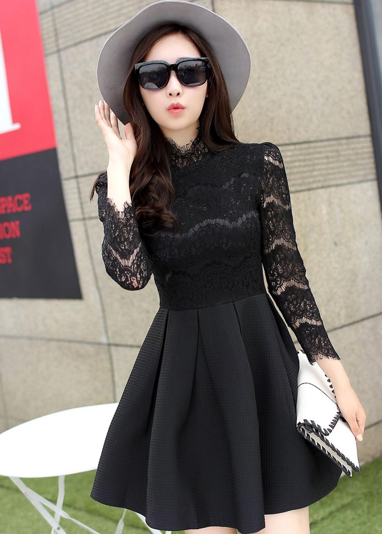 ชุดเดรสสั้นสีดำ ผ้าลูกไม้ แขนยาว แนวคุณหนู เรียบร้อย สวยหรู ดูดี สไตล์เกาหลี