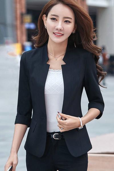 เสื้อสูทแฟชั่น เสื้อสูทผู้หญิง สีดำ แขนพับสามส่วน แต่งเว้าช่วงคอเสื้อ