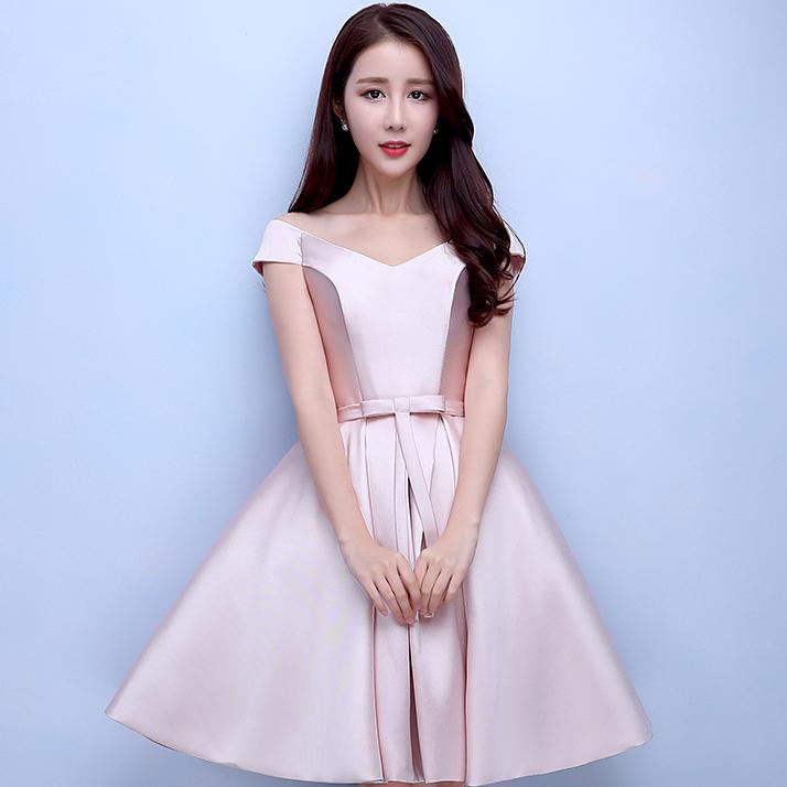 ชุดออกงานสั้นสีชมพู เปิดไหล่ คอวี กระโปรงทรงบาน สวยหรู น่ารัก สไตล์เจ้าหญิง