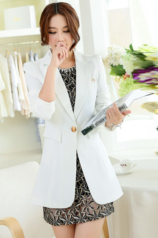 เสื้อสูทแฟชั่น เสื้อสูทผู้หญิง สีขาว ตัวยาวคลุมสะโพก แต่งสายคาดเอวด้านหลัง