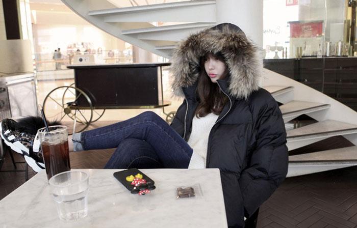 เสื้อกันหนาวผู้หญิงแฟชั่นเกาหลี สีดำ แจ็คเก็ตมีเฟอร์รอบฮู้ด ยาวคลุมเข่า ลุยหิมะ ชิวๆ