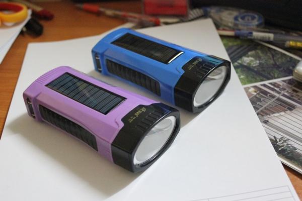 ไฟฉาย โซล่าเซลล์ หลอด LED (มี 2 สีม่วง/สีน้ำเงิน)