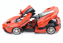 Gull wing type left/right doors, and rear cowling can be opened and closed, even after completion of the model.