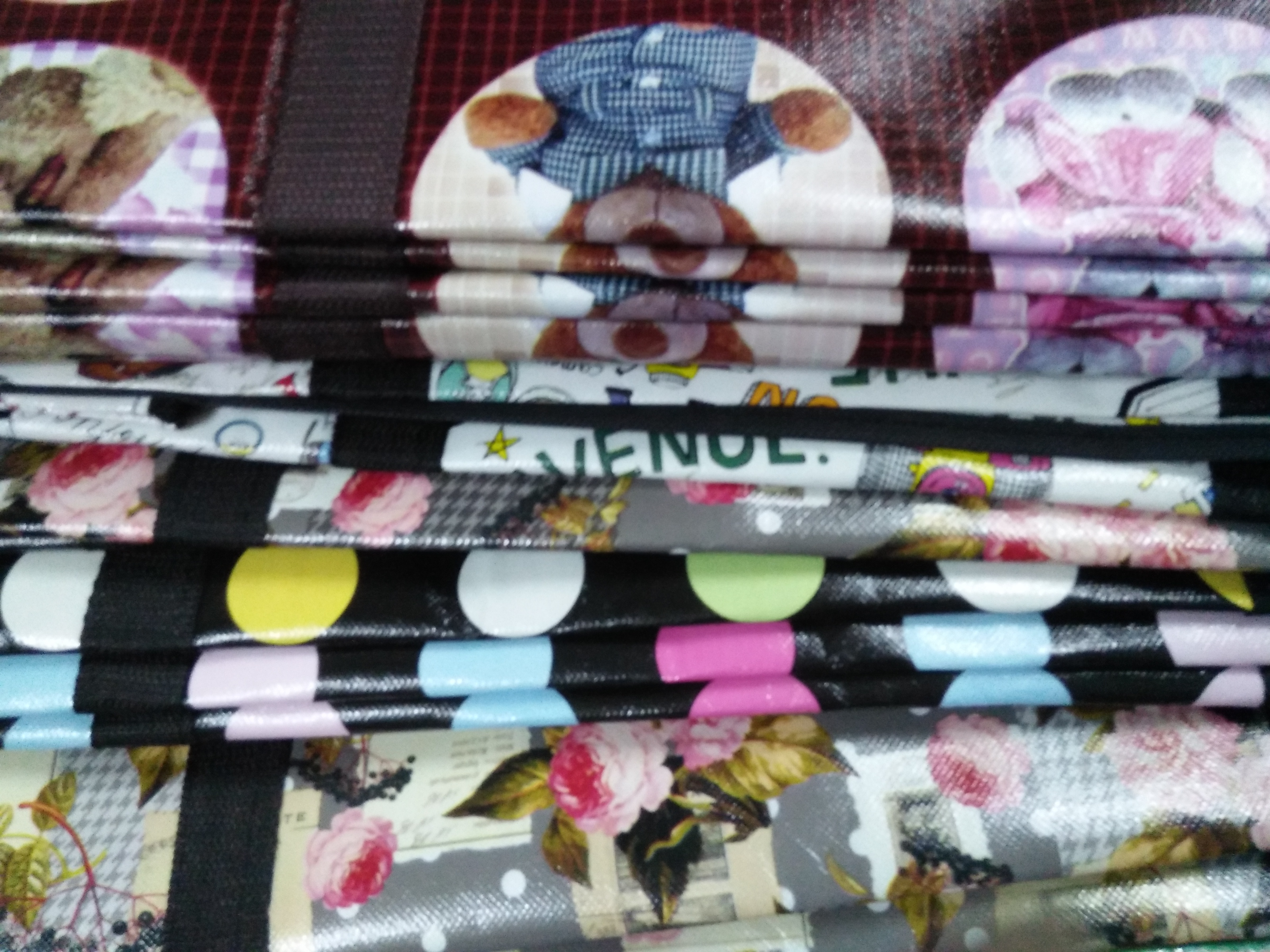 Shopping Bag ถุงลายการ์ตูน ลวดลายน่ารัก บรรจุของได้มาก รับน้ำหนักได้ดี เริ่มต้นที่ 45 บาท