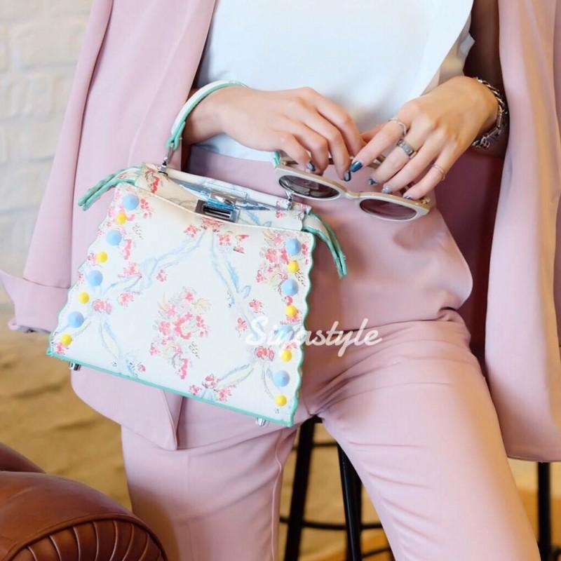 กระเป๋าสะพายแฟชั่น กระเป๋าสะพายข้างผู้หญิง Fendi หนังพิมพ์ลายดอกไม้ 8 นิ้ว [สีขาว]