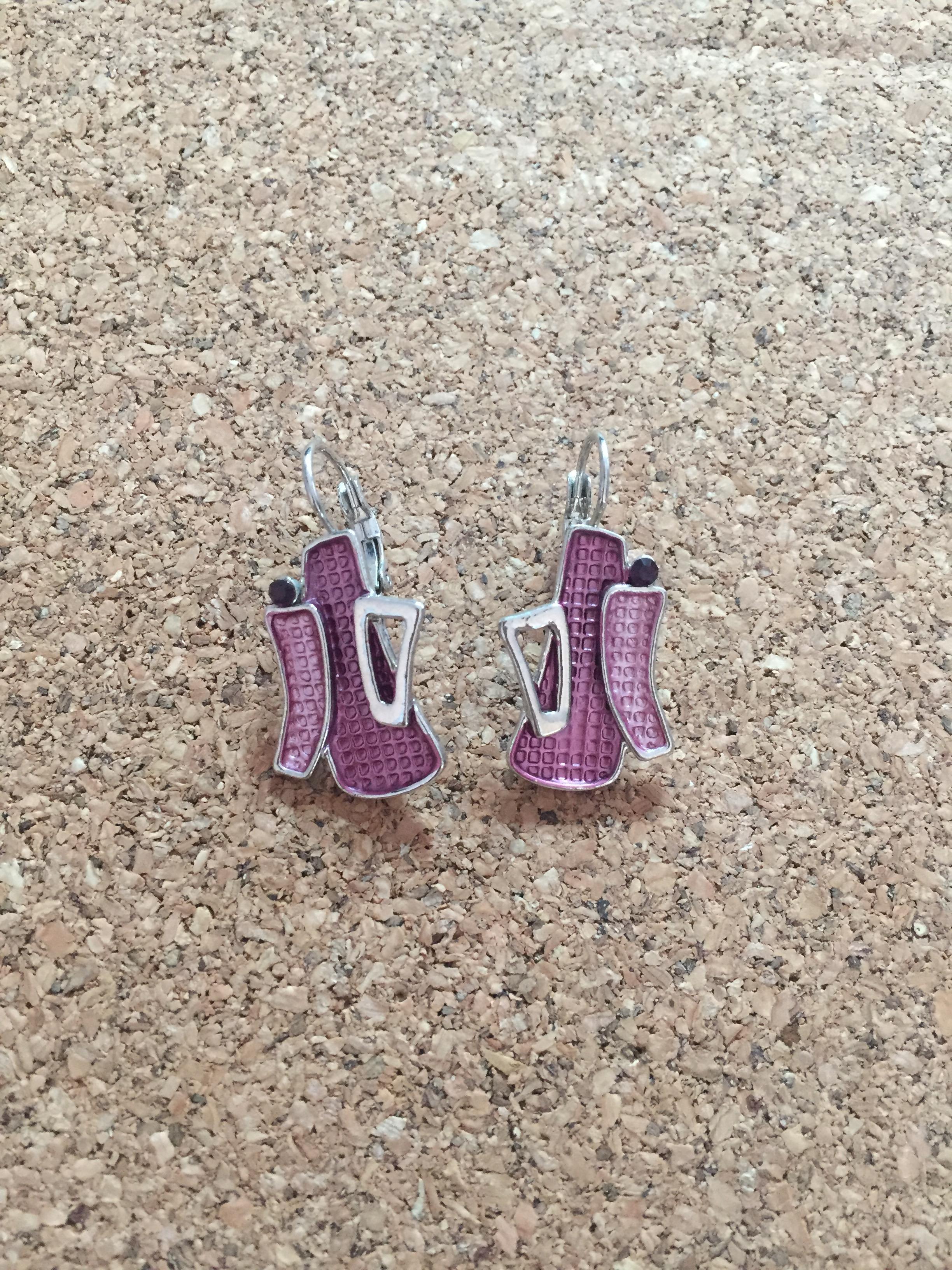 F019 ต่างหูห่วงโรเดียม สีชมพูอมม่วง ประดับเพชรสีม่วง