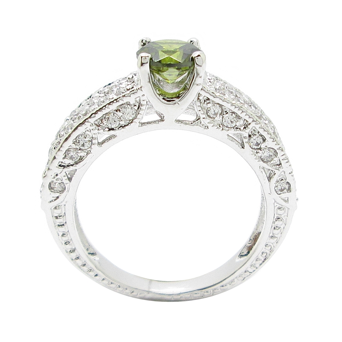แหวนพลอยสีเขียวส่องประดับฐานแหวนด้วยเพชรจิกไข่ปลาชุบทองคำขาว
