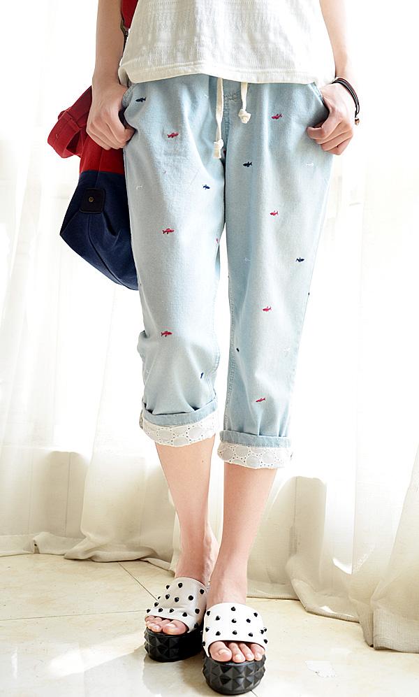 กางเกงยีนส์ขาสามส่วนปักลายน่ารักๆ พับขากางเกงเก๋ๆค่ะ