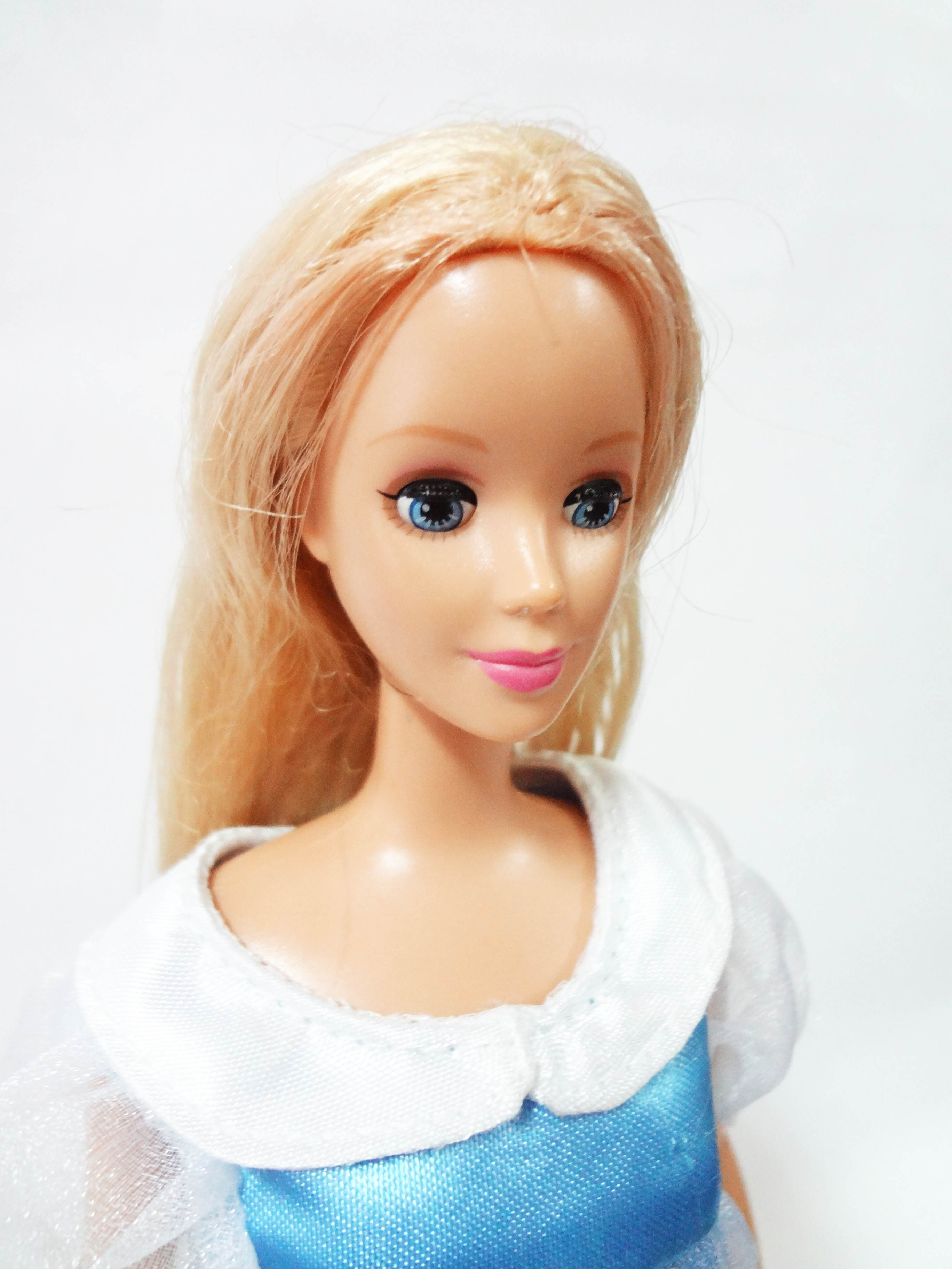 ตุ๊กตาบาร์บี้เจ้าหญิงนิทรา เปิด-ปิดตาได้
