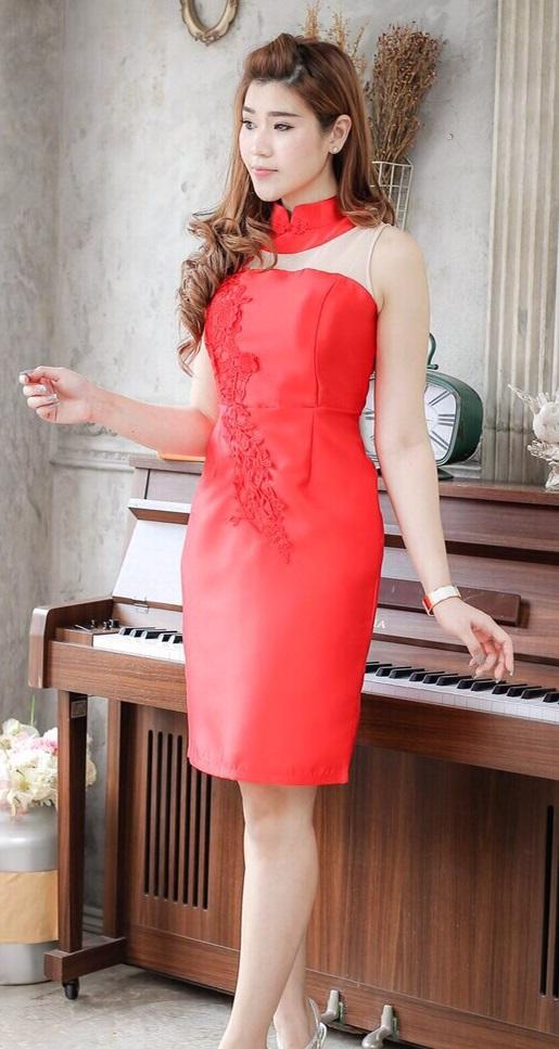 (Size L)ชุดไปงานแต่งงาน ชุดไปงานแต่ง เดรสกี่เพ้าคอจีนสีแดง ผ้าไหมแขนกุด มีดีเทลที่คอตัดเป็นทรงคอจีน และที่ชุดแต่งด้วยลูกไม้อย่างดี ที่ด้านในชุดเย็บซับในอย่างดี งานเย็บละเอียด ปราณีตสุดๆคะ