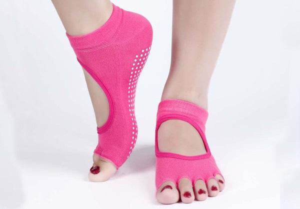ถุงเท้าโยคะกันลื่น Socks Yoga รุ่นเปิดนิ้ว สีชมพู
