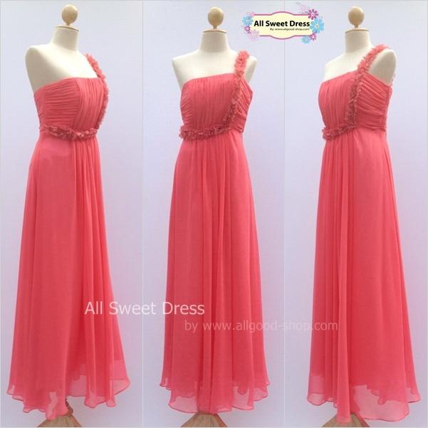 เช่าชุดราตรีเดรสยาว สีแตงโมสวยหวาน ประดับกลีบดอกไม้ผ้าเลื้อยประดับที่ช่วงอกและเอวสวยเก๋