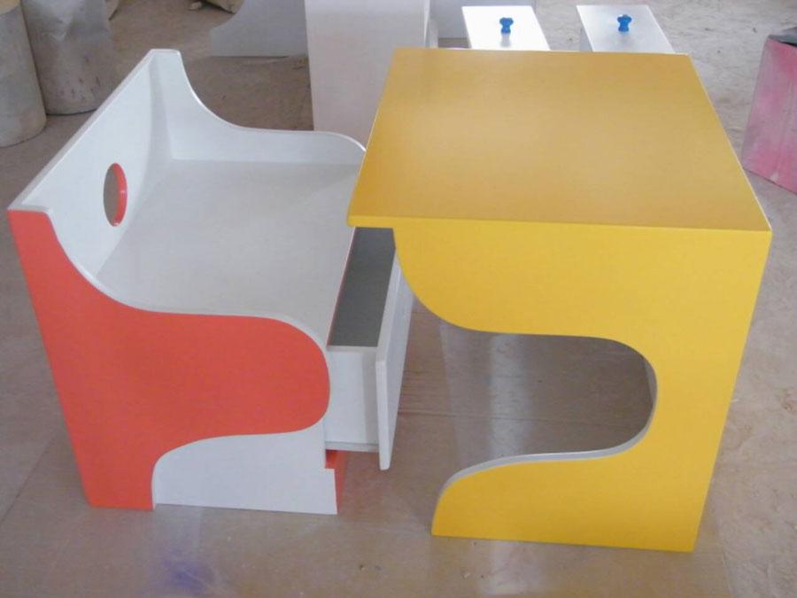 โต๊ะพร้อมเก้าอี้ แบบลูกเต๋า
