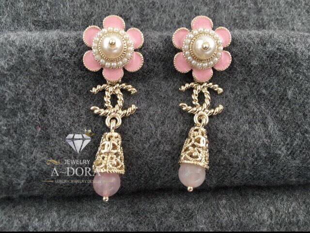 พร้อมส่ง ~ ต่างหูทรงดอกไม้ ดีเทลดอกไม้ด้านบนสีชมพูพาสเทลมีตุ้งติ้งด่านล่าง