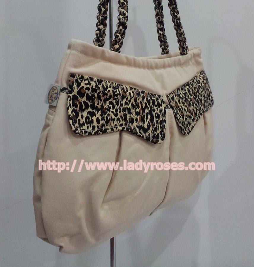 กระเป๋าสะพาย นารายา ผ้าคอตตอน นาโน สีครีม ฝาปิดหน้า และหูเกลียว ลายเสือดาว (กระเป๋านารายา กระเป๋าผ้า NaRaYa กระเป๋าแฟชั่น)