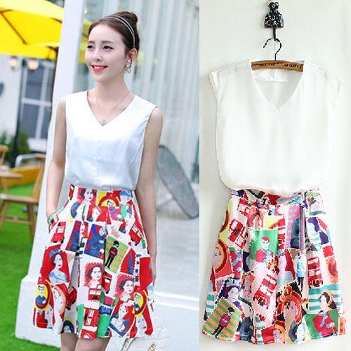 Angel Babie ++สินค้าพร้อมส่งค่ะ++ชุดแฟชั่นเซ็ทเกาหลี เสื้อคอ V แขนกุด ผ้าไหมเนื้อดีสวย+กระโปรงผ้าพิมพ์ลายยุโรปเก๋ – สีขาว