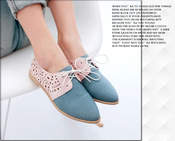 Pre Order - รองเท้าแฟชั่นเกาหลี หนัง PU ส้นแบน หุ้มส้น ใส่สบาย สี : สีขาว / สีชมพู