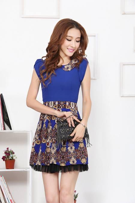 ชุดเดรสออกงานเกาหลี Brand Huiliya ชุดเดรสซีฟอง ตัวเสื้อผ้าชีฟองเนื้อดี สีน้ำเงิน คอบัว กระโปรงผ้าคอตตอนผสมเนื้อนุ่มลายกราฟฟิก สวยมากๆครับ (พร้อมส่ง)