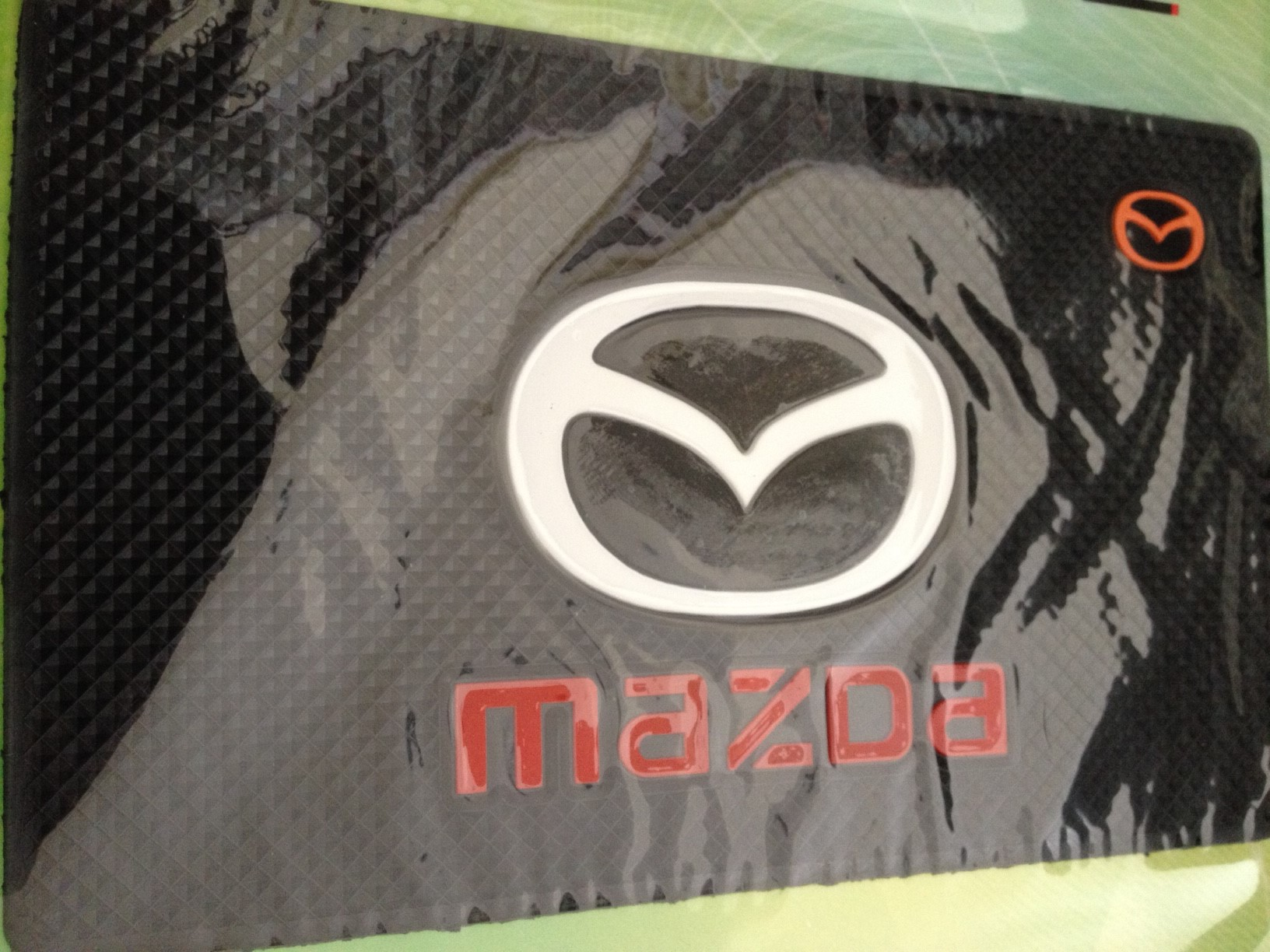 พรมกันลื่น ตรา Mazda ขนาด 11.5x18,5 cm