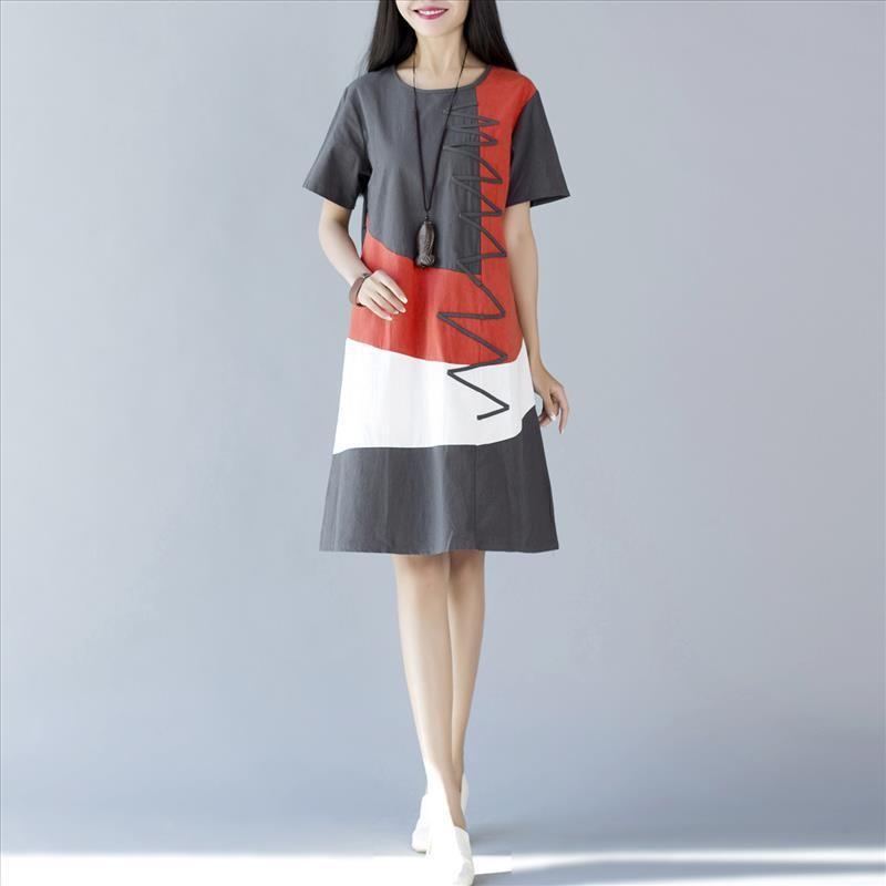 เดรสคลุมท้องสีเทาดำสลับแดงขาว ด้านหลังสีเทาดำ แนวๆ งานดี น่ารักมากๆค่ะ