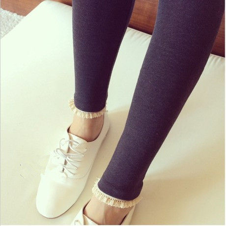 กางเกงเลกกิ้ง ขายาวสีเทาดำ ปลายขาแต่งลูกไม้ น่ารักมากๆค่ะ เอวปรับสายได้